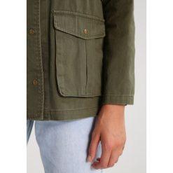 Płaszcze damskie pastelowe: Noisy May NMDOUBLE Krótki płaszcz ivy green