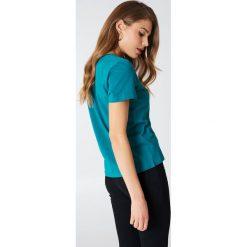 NA-KD Basic T-shirt z dekoltem V - Green,Blue. Różowe t-shirty damskie marki NA-KD Basic, z bawełny. Za 52,95 zł.