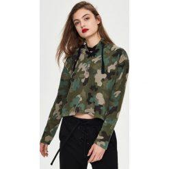 Bluzy damskie: Krótka bluza camo - Wielobarwn