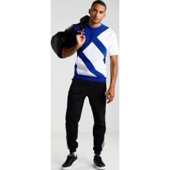 Adidas Originals BOXY Tshirt z nadrukiem mysink. Niebieskie koszulki polo adidas Originals, m, z nadrukiem, z bawełny. W wyprzedaży za 213,85 zł.