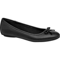Baleriny damskie Graceland czarne. Czarne baleriny damskie z kokardą Graceland, z materiału, na obcasie. Za 59,90 zł.