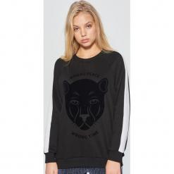 Bluza z nadrukiem - Czarny. Czarne bluzy z nadrukiem damskie marki Cropp, l. Za 79,99 zł.