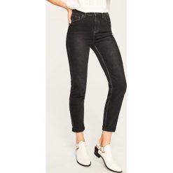Jeansy z wysokim stanem - Szary. Szare spodnie z wysokim stanem Reserved, z jeansu. Za 119,99 zł.