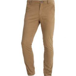 Spodnie męskie: Springfield MICRPRINT FANT Chinosy beige/camel