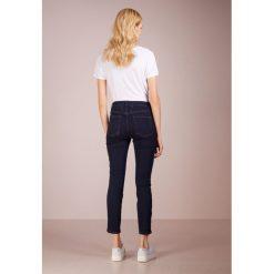 CLOSED PUSHER Jeans Skinny Fit deep blue. Niebieskie jeansy damskie relaxed fit CLOSED, z bawełny. Za 749,00 zł.