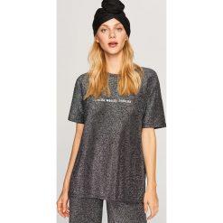 Błyszczący t-shirt - Czarny. Czarne t-shirty damskie marki Reserved, l. Za 49,99 zł.
