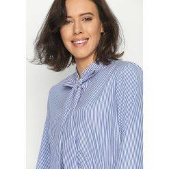 Granatowa Koszula Pretty Ribbon. Szare koszule wiązane damskie marki Born2be, s, z długim rękawem. Za 49,99 zł.