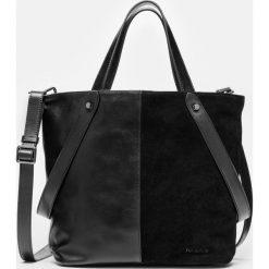Czarna torebka damska. Czarne torebki klasyczne damskie Kazar, w paski, z materiału, duże. Za 849,00 zł.
