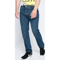 Levi's - Jeansy 501. Brązowe jeansy męskie z dziurami marki Levi's®. W wyprzedaży za 269,90 zł.