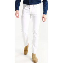 Armani Exchange Jeansy Slim Fit white. Białe jeansy męskie relaxed fit Armani Exchange, z bawełny. Za 459,00 zł.