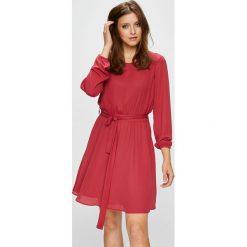 Vila - Sukienka. Różowe sukienki mini marki Vila, na co dzień, z poliesteru, casualowe, z okrągłym kołnierzem, proste. Za 239,90 zł.
