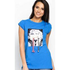 Niebieski T-shirt Used Famous. Niebieskie bluzki z odkrytymi ramionami Born2be, s, z nadrukiem, z okrągłym kołnierzem, z krótkim rękawem. Za 49,99 zł.
