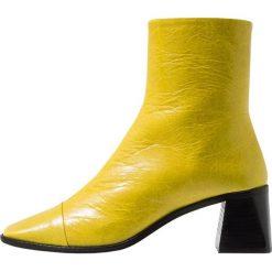 Topshop MURIEL Botki yellow. Żółte botki damskie skórzane marki Topshop, klasyczne. Za 459,00 zł.