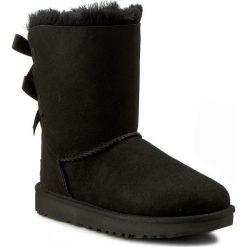 Buty UGG - W Bailey Bow II 1016225 W/Blk. Szare buty zimowe damskie marki Ugg, z materiału, z okrągłym noskiem. Za 1079,00 zł.