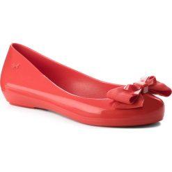 Baleriny ZAXY - Bow IV Fem 82530 Red 01371 BB285006 02064. Czerwone baleriny damskie Zaxy, z tworzywa sztucznego, na płaskiej podeszwie. W wyprzedaży za 149,00 zł.