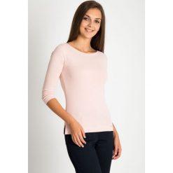 Bluzki damskie: Jasnoróżowa bluzka basic z rękawem 3/4 QUIOSQUE