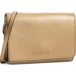 Torebka COCCINELLE - CV3 Mini Bag E5 CV3 55 D6 05 Platino N49. Żółte listonoszki damskie Coccinelle, ze skóry. W wyprzedaży za 589,00 zł.