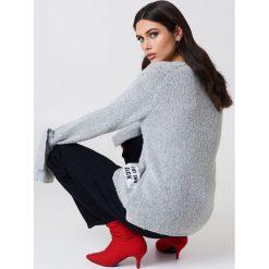 Rut&Circle Sweter dzianinowy Winnie - Grey. Szare swetry klasyczne damskie marki Vila, l, z dzianiny, z okrągłym kołnierzem. Za 121,95 zł.