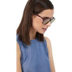 Emporio Armani Okulary przeciwsłoneczne bordeaux/dark grey mirror pink. Czerwone okulary przeciwsłoneczne męskie wayfarery marki Boss, z tworzywa sztucznego. Za 579,00 zł.