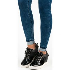 Sneakersy damskie: KYLIE modne sneakersy na koturnie czarne