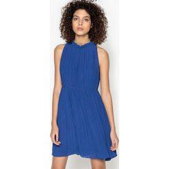 Sukienki hiszpanki: Sukienka plisowana, jednokolorowa, krótka, bez rękawów