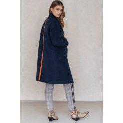 Płaszcze damskie pastelowe: Trendyol Płaszcz z kołnierzem i pasem z tyłu – Navy