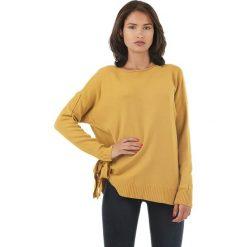Sweter w kolorze żółtym. Żółte swetry klasyczne damskie marki L'étoile du cachemire, z kaszmiru, z okrągłym kołnierzem. W wyprzedaży za 129,95 zł.