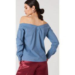 NA-KD Trend Koszula z odkrytymi ramionami - Blue. Białe koszule damskie marki NA-KD Trend, z nadrukiem, z jersey, z okrągłym kołnierzem. Za 80,95 zł.