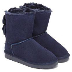 Skórzane botki w kolorze granatowym. Niebieskie buty zimowe damskie Carla Samuel, na zimę. W wyprzedaży za 279,95 zł.