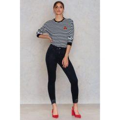 Boyfriendy damskie: NA-KD Trend Jeansy z wysokim stanem - Black