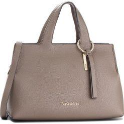 Torebka CALVIN KLEIN - Neat Large Tote K60K604420  002. Szare torebki klasyczne damskie Calvin Klein, ze skóry ekologicznej. Za 799,00 zł.