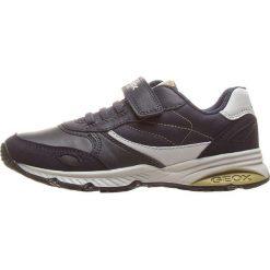 """Sneakersy """"Bernie"""" w kolorze granatowym. Niebieskie trampki chłopięce marki geox kids, z gumy. W wyprzedaży za 125,95 zł."""