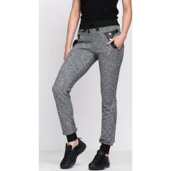 Ciemnoszare Spodnie Dresowe Just Me. Szare spodnie dresowe damskie marki New Balance, xs, z dresówki. Za 14,99 zł.