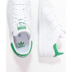Adidas Originals STAN SMITH Tenisówki i Trampki white/green. Białe tenisówki męskie marki adidas Originals, z materiału. W wyprzedaży za 215,20 zł.