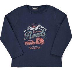 Koszulka w kolorze granatowym. Niebieskie t-shirty chłopięce z długim rękawem MeToo, z nadrukiem. W wyprzedaży za 42,95 zł.