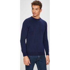 Pepe Jeans - Sweter Lonbard. Niebieskie swetry klasyczne męskie Pepe Jeans, l, z dzianiny, z okrągłym kołnierzem. W wyprzedaży za 269,90 zł.