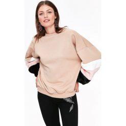 BLUZA Z BUFIASTYMI OZDOBNYMI RĘKAWAMI. Szare bluzy damskie marki Top Secret, w ażurowe wzory. Za 89,99 zł.