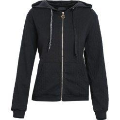 Czarna Bluza Greenland. Czarne bluzy rozpinane damskie Born2be, l, ze splotem. Za 39,99 zł.