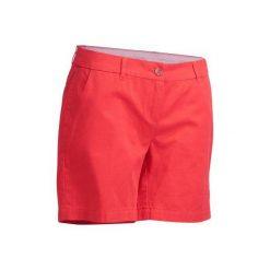 Spodenki do golfa bermudy 500. Czerwone bermudy damskie marki INESIS, z bawełny. W wyprzedaży za 39,99 zł.