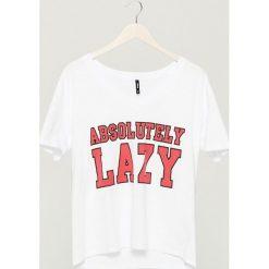 T-shirt z nadrukiem - Biały. Szare t-shirty damskie marki Reserved, l. W wyprzedaży za 14,99 zł.