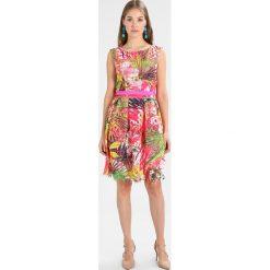 Derhy AMBIGUE Sukienka letnia fuchsia. Czerwone sukienki letnie marki Derhy, l, z materiału. W wyprzedaży za 441,75 zł.