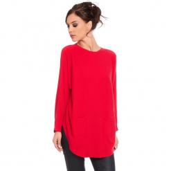"""Sweter """"Fiona"""" w kolorze czerwonym. Czerwone swetry klasyczne damskie marki Cosy Winter, s, ze splotem, z okrągłym kołnierzem. W wyprzedaży za 181,95 zł."""