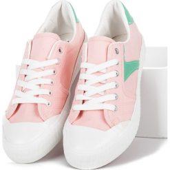 Różowe trampki DAPHNE. Białe trampki i tenisówki damskie marki KYLIE. Za 69,00 zł.