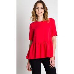 Czerwona bluzka z falbaną  BIALCON. Czerwone bluzki wizytowe marki BIALCON, z tkaniny, eleganckie, z falbankami. W wyprzedaży za 92,00 zł.