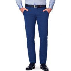Spodnie Atramentowe Chino Tommy. Niebieskie chinosy męskie LANCERTO, w kolorowe wzory, z bawełny. Za 299,90 zł.