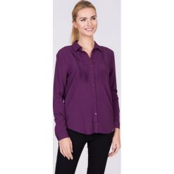 Fioletowa koszula z plisą QUIOSQUE. Fioletowe koszule wiązane damskie QUIOSQUE, uniwersalny, z wiskozy, eleganckie, z dekoltem w serek, z długim rękawem. W wyprzedaży za 29,99 zł.
