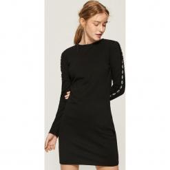 Obcisła sukienka z lampasami - Czarny. Czarne sukienki z falbanami Sinsay, l. Za 49,99 zł.