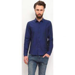 KOSZULA DŁUGI RĘKAW MĘSKA. Szare koszule męskie slim marki Top Secret, m, z klasycznym kołnierzykiem, z długim rękawem. Za 59,99 zł.