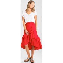 Długie spódnice: NAKD OVERLAP MAXI FRILL SKIRT Spódnica z zakładką red