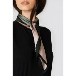 Apaszki damskie: Trendyol Błyszcząca apaszka ze wzorem - Multicolor